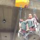 Invalidi u invalidskim kolicima visili o mostu tražeći bolje mirovine