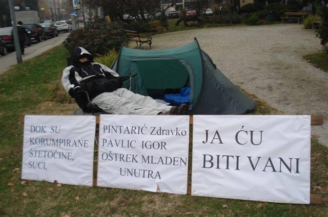 zeljko-knapic-prosvjed-ispred-suda
