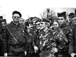 Vojislav seselj i kapetan Dragan u Kninu.