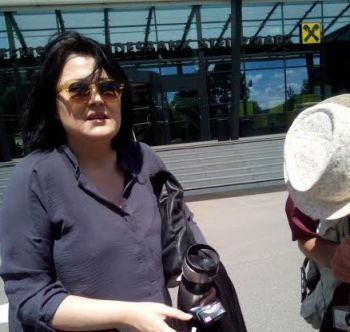 Helena Krmpotić,, na novinarskom zadatku, u razotkrivanju nelegalnog poslovanja RBA zadruga